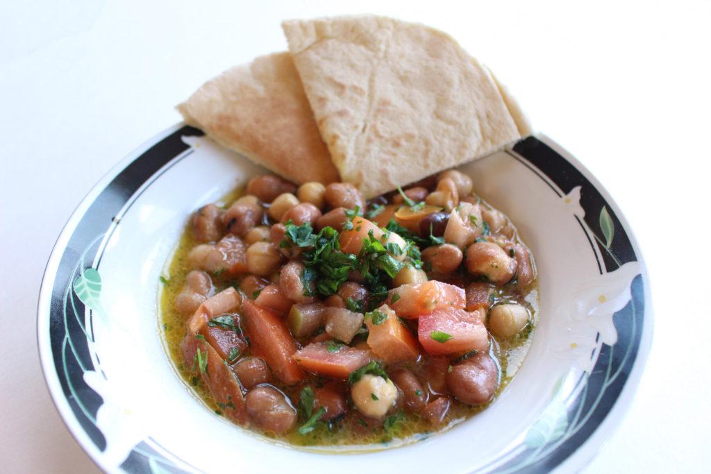 ful medames foul mudammas syrian fava bean chickpeas garbanzo breakfast salad arabic mediterranean vegan vegetarian recipe food blog zenanzaatar